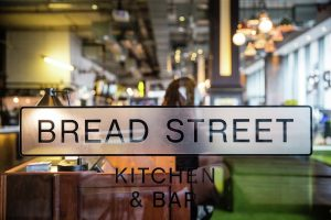 Gordon Ramsay Amilla Fushi Malediven segara bread street kitchen bar