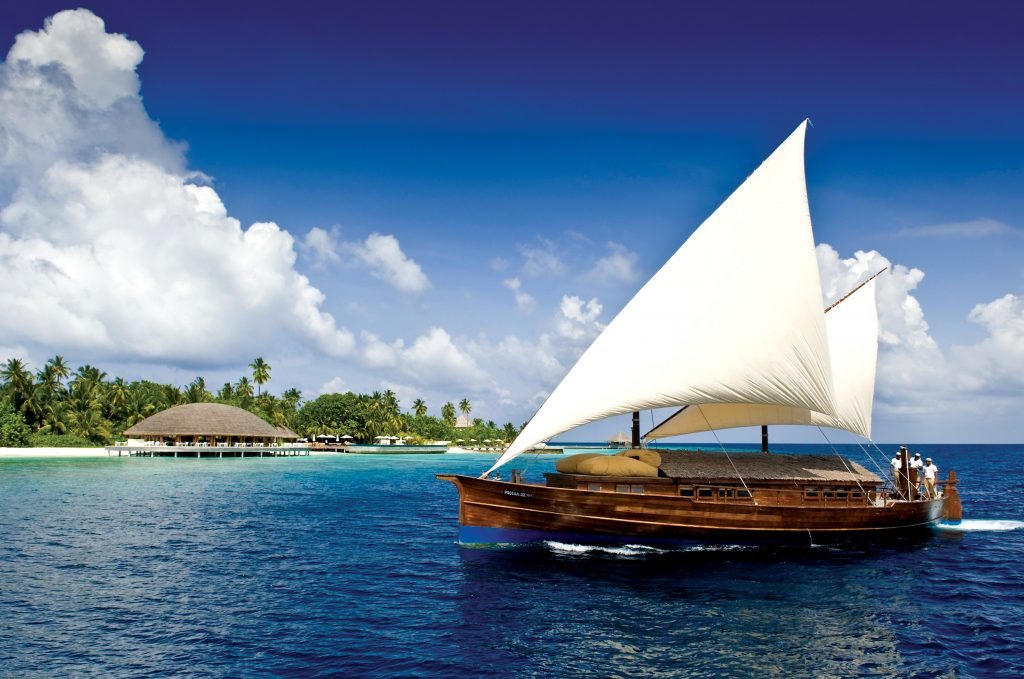 Huvafen Fushi Malediven segara PR Agentur München Luxusresort Tourismus Sailing Dhoni. Maldives resort Huvafen Fushi, Maldives is managed by luxury brand Per Aquum Resorts and Spas - featuring world-first Underwater Spa.