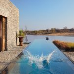 segara_pr_münchen_Kubili_House_WIDE_POOL_SHOT_WITH_SPLASH_art_of_travel