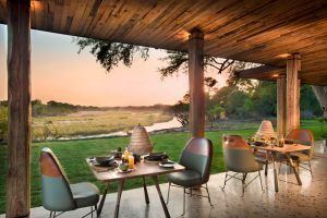 segara_PR_Agentur_München_andBeyond_Tengile_River_Lodge_Outside_dining_area
