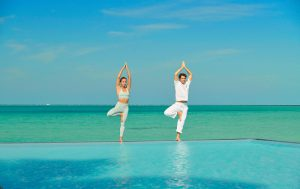 segara_PR_Agentur_München_Fairmont_Maldives_Sirru_Fen_Fushi_YOGA_BY_THE_POOL