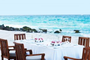 segara_PR_Agentur_München_Fregate_Island_Private_Dining_beach