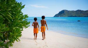 Raffles_Seychelles_segara_PR_Agentur_München_Toursimus_Kids_Boys_Beach