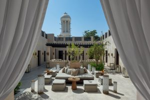 segara_PR_Agentur_München_The_Chedi_Al_Bait_Sharjah_Reception_Outdoor_Majilis_Tower_Daylight