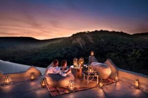 segara_PR_Agentur_München_Tourismus_andBeyond_Phinda_Rock_Lodge_Rooftop_Dinning