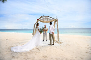 segara_PR_Agentur_München_Tourismus_Fregate_Island_Private_Wedding_Beach_Couple