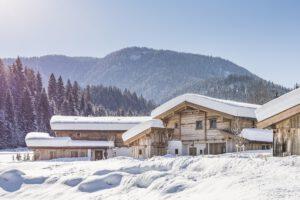 segara_PR_Agentur_München_Gut_Steinbach_Chaletdorf_exterior_winter_15