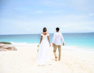 Fregate_Island_Private_segara_PR_Agentur_Munich_Wedding_Honeymoon_Beach_Couple_Walk
