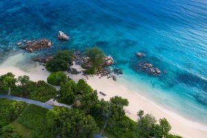 Raffles_Seychelles_segara_PR_Agentur_Beach_Aerial