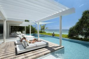 banwa-private-island-poolterrasse-HiRes