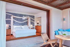 Blue_Palace_Resort_&_Spa_Island_Luxury_Suite_14
