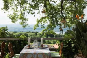 Buech_Herrliberg_Garten_Tisch