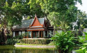 Chiva-Som_Thai_Pavilion_Suite_Sitting_Sala_lake