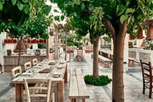 Cretan_Malia_Park_Mouries_Restaurant_1