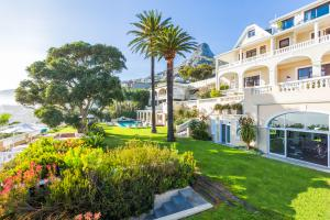Ellerman_House_garden_with_lions_head__gym3