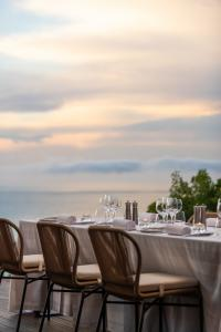 Ellerman_House_Villa_One_Lifestyle_Friends_dinner_Terrace_detail