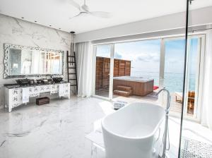 Emerald_Maldives_water_villa_bathroom_view