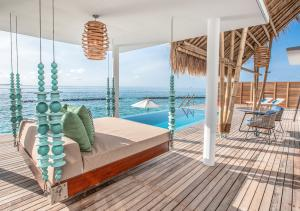 Emerald_Maldives_water_villa_terrace