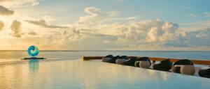 Pullman_Maldives_Maamutaa_Sol_Rising_Pool