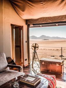 Sonop_Tents_13_Interior_Bedroom_©Tibo_for_Zannier_Hotels_@tibodhermy