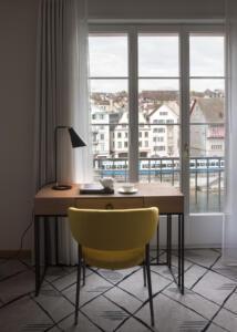Storchen_Zürich_Schreibtisch_Stuhl