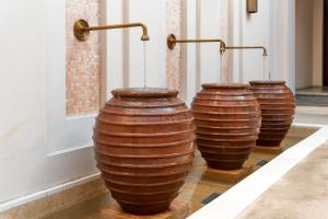 The_Chedi_Al_Bait_Sharjah_Clay_Vases_Horizontal