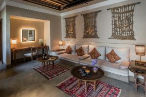 The_Chedi_Al_Bait_Sharjah_Grand_Suite_Living_Room_Corner_Desk