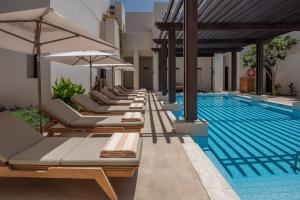 The_Chedi_Al_Bait_Sharjah_Pool_&_Poolchairs