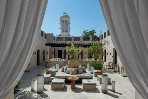 The_Chedi_Al_Bait_Sharjah_Reception_Outdoor_Majilis_Tower_Daylight