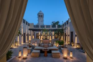 The_Chedi_Al_Bait_Sharjah_Reception_Outdoor_Majilis_Tower_Evening