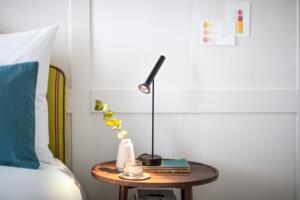 Widder_Hotel_Luxury_Residences_Schlafzimmer_Tischlampe