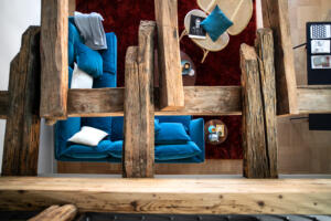 Widder_Hotel_Luxury_Residences_Sofa_Holzbalken