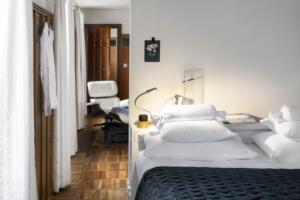 Widder_Hotel_Room_Bed_View