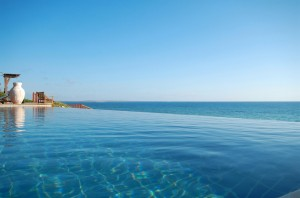 AVANI Pemba Beach Hotel & Spa Infinity Pool