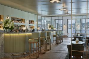 Alex Lake Zürich Bar with Lake View