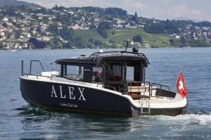 Alex Lake Zürich Boat closeup