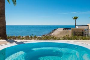 Amare Marbella Pool Jacuzzi