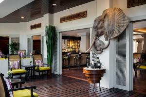 AVANI Pattaya Resort & Spa Elephant Bar