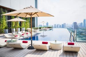 AVANI Riverside Bangkok Pool Daytime