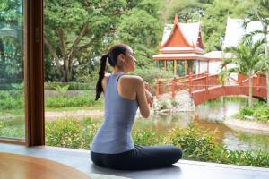 Chiva Som International Health Resort Lake side relaxation