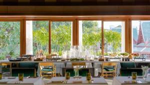 Chiva Som International Health Resort The Emerald room Buffet station