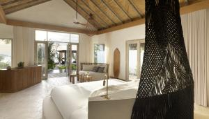 Fairmont Maldives Sirru Fen Fushi Beach Villa Deluxe Bedroom