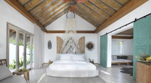 Fairmont Maldives Sirru Fen Fushi Beach Villa Premium Bedroom