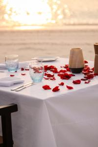 Fairmont Maldives Sirru Fen Fushi Candle Light Dinner