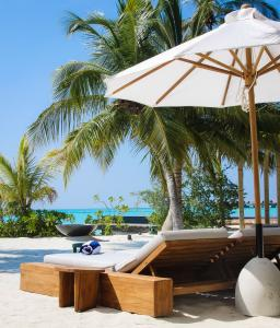 Fairmont Maldives Sirru Fen Fushi Pool Side Lounge