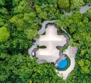 Fairmont Maldives Sirru Fen Fushi Tented Jungle Villa Luftaufnahme