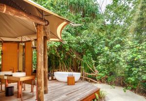 Fairmont Maldives Sirru Fen Fushi Tented Jungle Villa outside