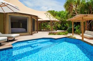 Fairmont Maldives Sirru Fen Fushi Tented Jungle Villa pool
