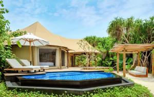 Fairmont Maldives Sirru Fen Fushi Tented Jungle Villa pool