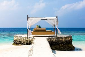 Huvafen Fushi Daybed on the Rocks